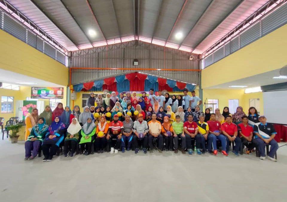 Persatuan Dodgeball Kelantan Conducting A Dodgeball Clinic For Teachers In SMK Keroh